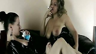 Brunette babe get her pussy licked by her gf while smoking
