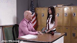 Schoolgirl Vina Sky Seduces Her Sex Ed Teacher - Derrick Pierce And Vina Skyy