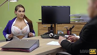 Loan Agent Gives Beauty A Chance To Get Necessary Credit