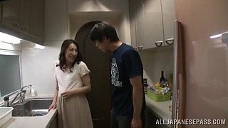 Pregnant Asian mother loves doing it in the kitchen