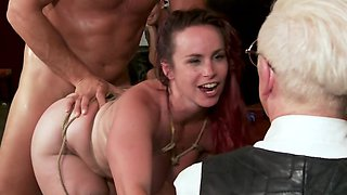 Bella Rossi does it with Ramon Nomar in front of visitors