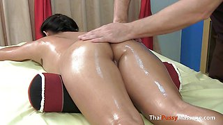 Hot Thai Girl Gets Has Her Pussy Oiled up And Massaged