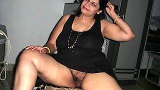 Arab Aunty giving blowjob
