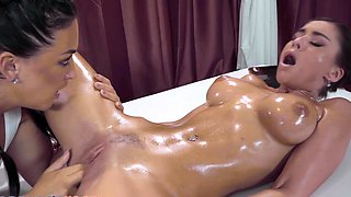 Massage Rooms Facesitting orgasm with big ass babe