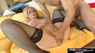 Nina Hartley MILF knows how to fuck like crazy
