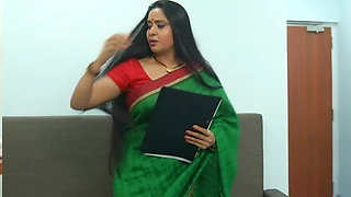 Long haired Aunty with hot Assets