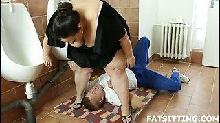 BBW facesitting punishment