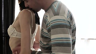 Lisa\'s boyfriend has a special erotic surprise for this