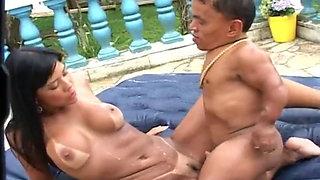 Japanese slut meets a fucking midget