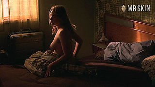 Mesmerizing and eye catching actress Kate Winslet in some bed scenes