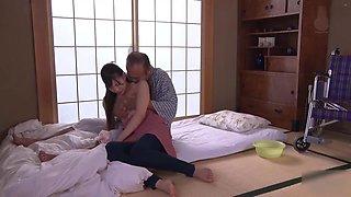 Akari Mitani with father in law