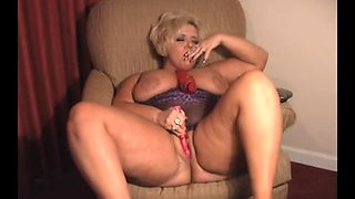Hot Solo Curvy Cougar Smoking 120s Rubs It Out