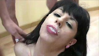 Slutty babe in kinky bukkake orgy