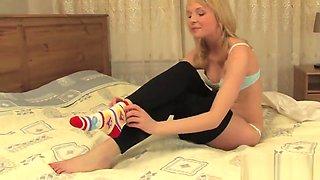 Innocent teenie opens up juicy slit and loses virginity