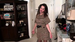 American milf Sahara lets us enjoy her hard nipples and more