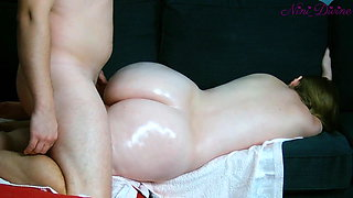 Mom wants ass massage, I take this opportunity to fuck her!