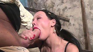 MILF Anna Von Freienwalde enjoys being drilled