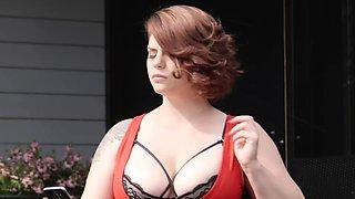 MARISKAX Busty beauty Lucia Love seduces the pool boy