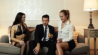 LOS CONSOLADORES - threesome for French Tiffany Doll