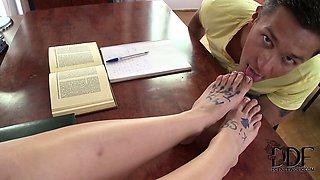 Hot Latina Samia Duarte\'s Kinky Study Session In Foot Jobs