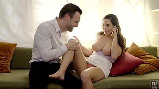 Cheating girlfriend Karlee talks to her BF while having sex