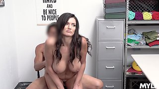There is no doubt that curvaceous sexpot Gia Vendetti needs drilling