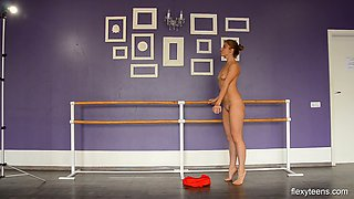 Nice Flexible teen from Russia Yanna Kokx gets naked and shows yummy pussy