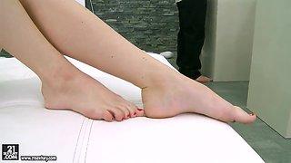 Ann Marie La Sante licked after hot footjob