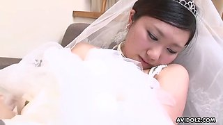 Asian bride emi koizumi sucks cock after cunnilingus