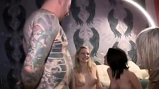 Tattooed stud has three luscious babes sharing his meat pole